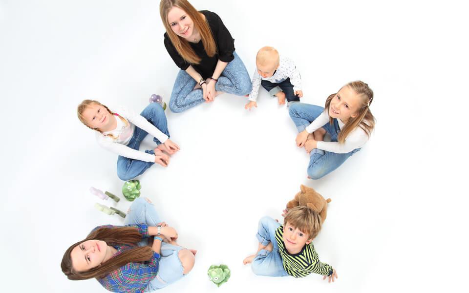 Familienfotoshooting, fetzig, lustig, ausgelassen von trendsetter Fotostudio Chemnitz
