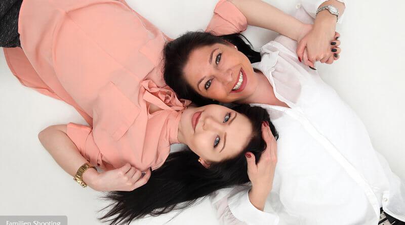 Familienfoto mit Mutter und Tochter im trendsetter Fotostudio Chemnitz