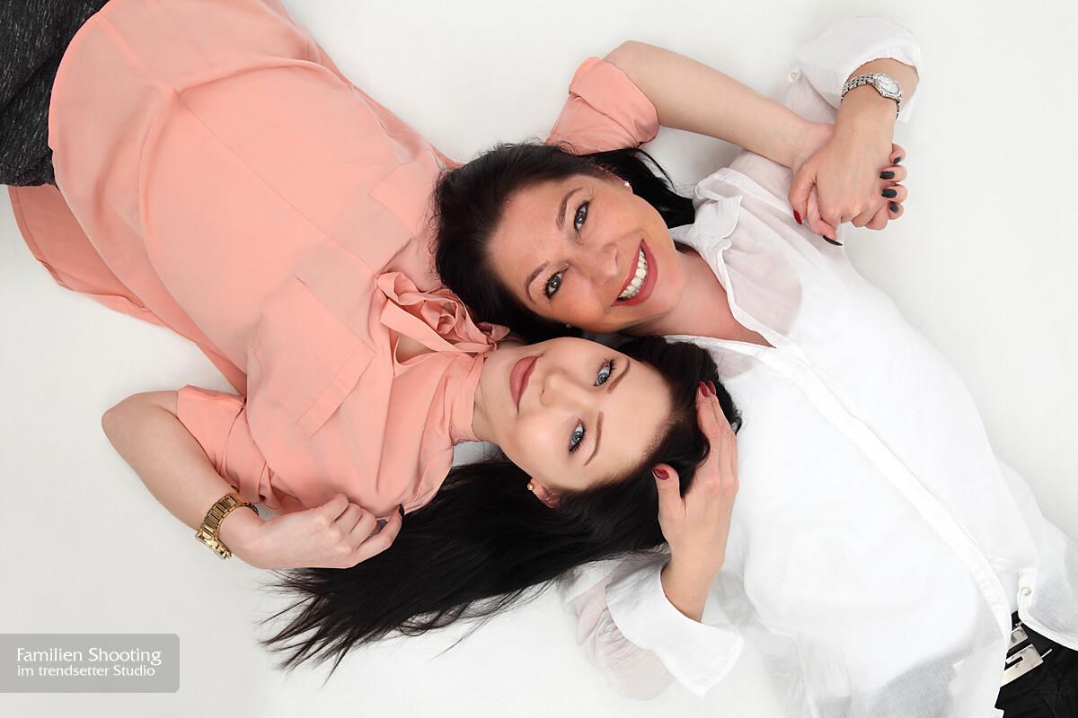 Familienfoto mit Mutter und Tochter