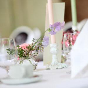 Details rund um die Hochzeit sind unter anderem auch die Tischdeko.