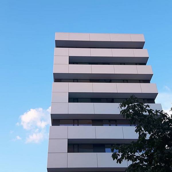 In Gebäuden Strukturen erkennen und diese im Bild festhalten geht auch mit deiner Handykamera.