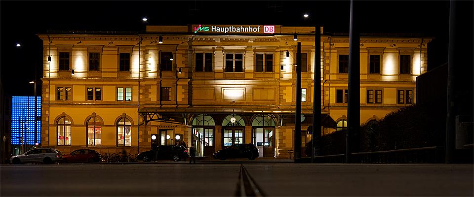 Auf Fototour kommen wir auch am nächtlichen Chemnitzer Hauptbahnhof vorbei.