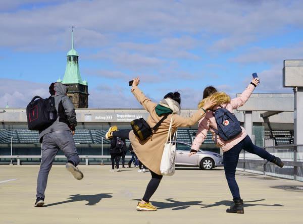 """In der Chemnitzer Innenstadt auf Fototour mit den FSJ´lern von Heimggmbh beim Fotoworkshop """"Raus ins Leben"""""""